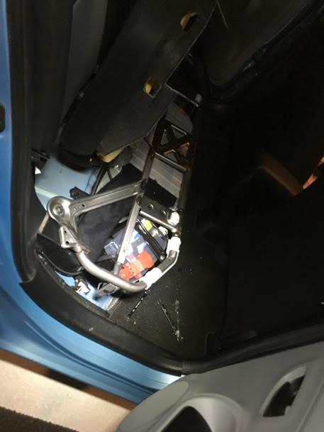アクアの補機バッテリー交換
